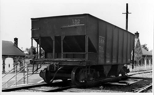 Y&S 516 Hopper, ex-Montour